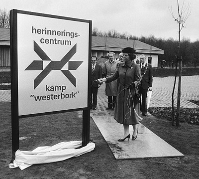 Koningin Beatrix, 12 april 1983, Herinneringscentrum Kamp Westerbork